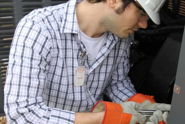 SafeAir Badge on Worker