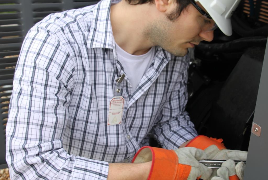 SafeAir Badge on Worker